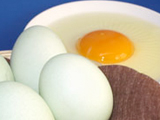 殻を割った卵