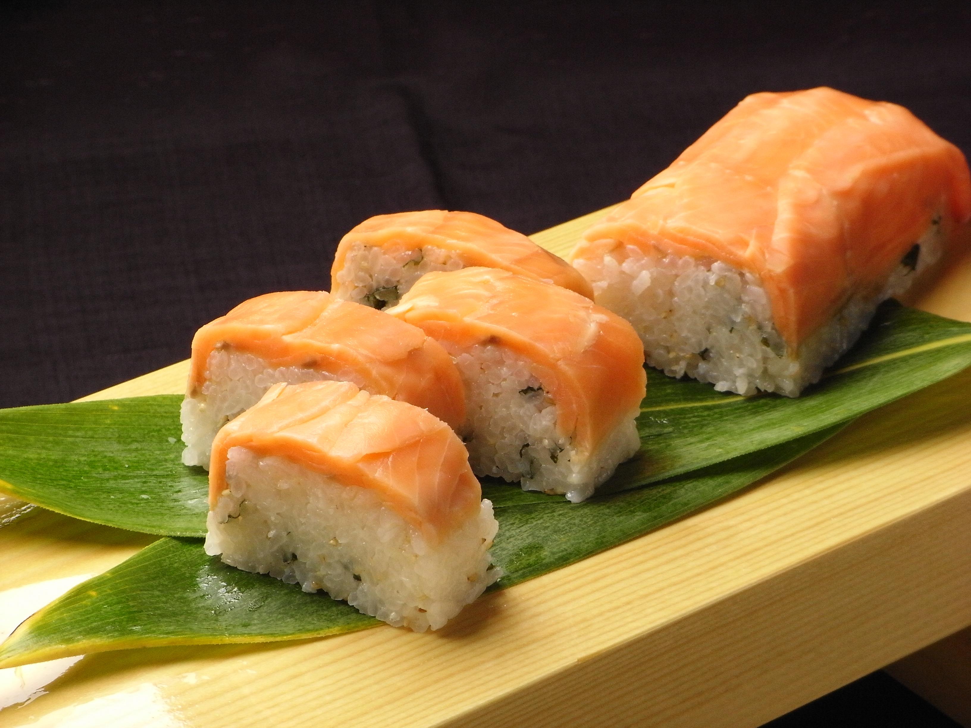 海峡サーモンの押し寿司
