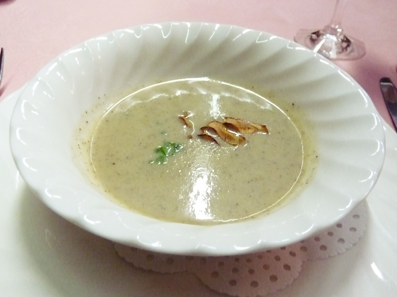 ごぼうのポタージュ―スープ(コース料理のメニュー)