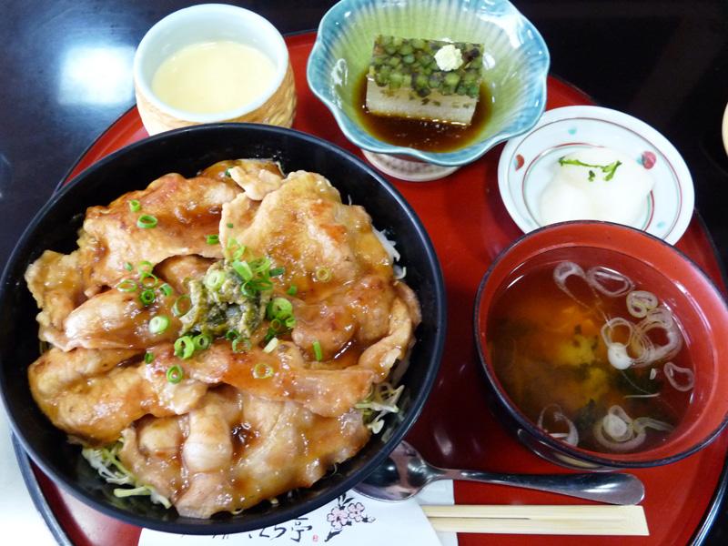 ひろさき豚辛丼