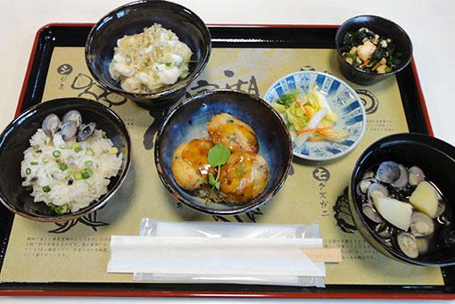 あおもりご当地食めぐり 十和田・三沢食のエリア 宝湖わんこ丼