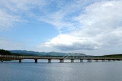あおもりご当地食めぐり 奥津軽食のエリア 十三湖しじみラーメン 十三湖にある十三大橋