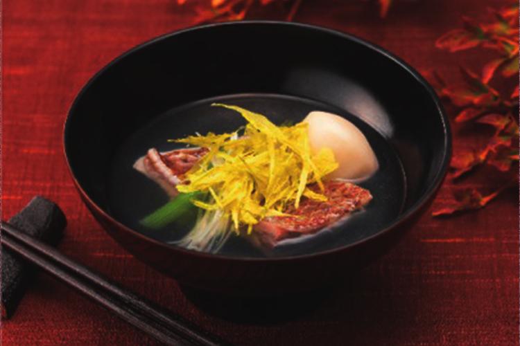 使い方はスープや麺類、鍋物、みそ汁などにお好みで入れるだけ。