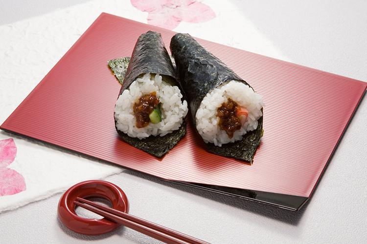 「いかそぼろ肉みそ」で手巻き寿司