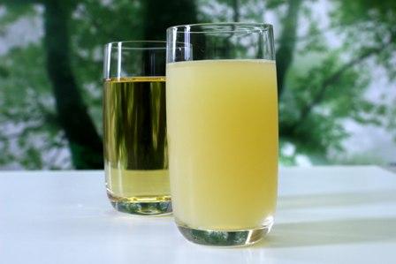濁ったりんごジュースと透き通ったりんごジュース