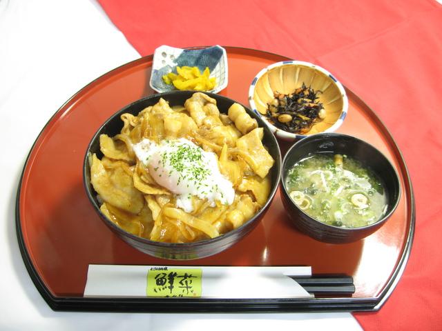 青森が味わえるお店 青森県内 上北地域 レストラン「鮮菜」(道の駅「よこはま」内)豚玉丼