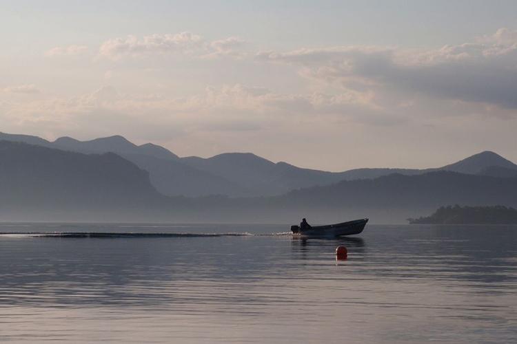 十和田湖出漁風景
