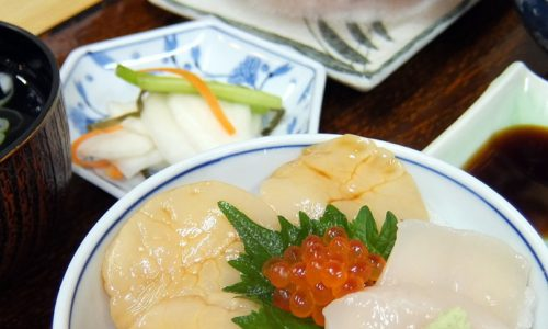 あおもりご当地食めぐり 十和田・三沢食のエリア のへじ丼