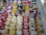 道の駅おがわら湖「湖遊館」 冷蔵ケースに並んだ漬物