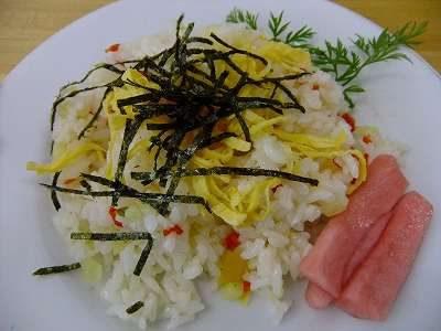 道の駅ろくのへ「メイプルふれあいセンター」「ちらし寿司の素」を混ぜ合わせたご飯