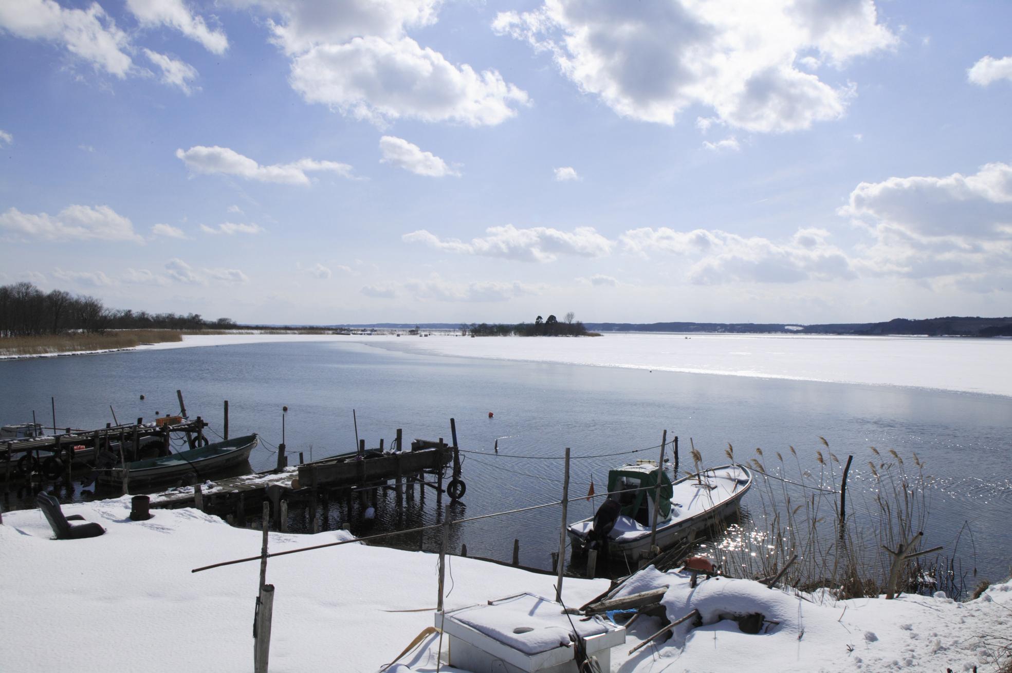 冬の小川原湖