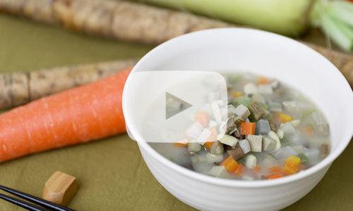 【郷土料理】たっぷり野菜と山菜の「けの汁」