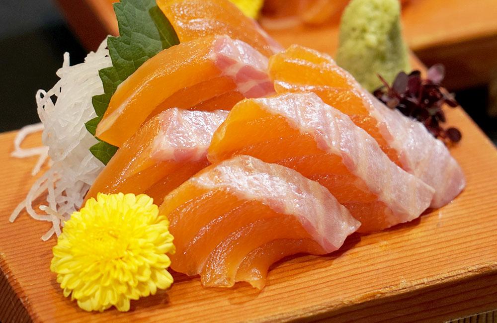 青森県初の淡水養殖サーモン「青い森<ruby>紅<rp>(</rp><rt>くれない</rt><rp>)</rp></ruby>サーモン」。<br>11月7日デビュー!